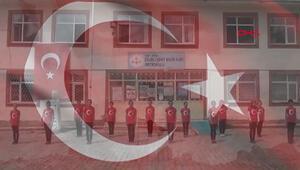 Öğrencilerden işaret diliyle İstiklal Marşı