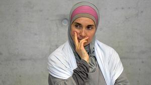 İsviçre'de pazar günü yürürlüğe giren 'laiklik yasası' mahkemelik oldu