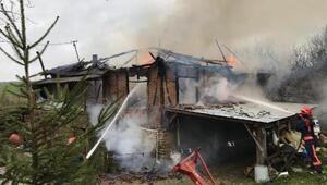 Elektrik kontağı 2 katlı evi kül etti