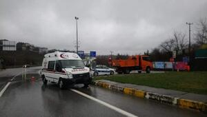 Akçakocada ambulans ile otomobil çarpıştı: 1 yaralı