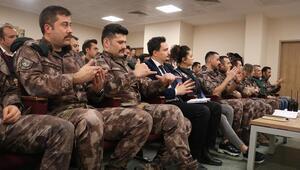 Özel Harekat personeli işaret diliyle anlaşacak