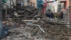 Son dakika... Balatta 3 katlı bina çöktü