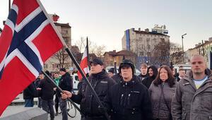 5 ülkenin aşırı sağcıları, siyahlar giyerek Nazi destekçisi genarali andı