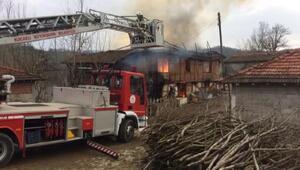 Kandırada çıkan yangında 2 katlı ev kullanılmaz hale geldi