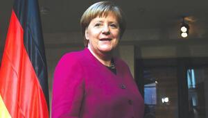 Doğu eyaletleri Merkel'i istemiyor