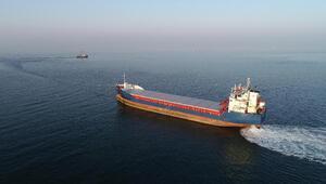 Kandırada karaya oturan gemi kurtarıldı