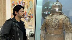 Burak Özçivit, Özbekistan'da Timur İmparatorluğu Tarih Müzesi'ni gezdi