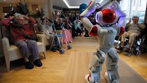 Çin'de bir öğrencinin ev ödevini robota yaptırması tartışma yarattı