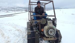 Mahsur kalanlara yardım için paletli kar aracı yaptı