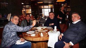 Beşiktaşlı futbolcular ve teknik heyet, Japon restoranında buluştu