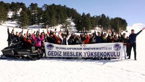 Gedizde üniversite öğrencilerine kayak eğitimi