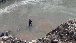 Balıkesirde suya gömülenkepçe operatörüaranıyor