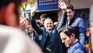 Sultanbeyli'de 50 hak sahibine tapu dağıttı