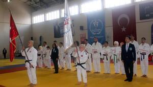 Görme Engelliler JudoŞampiyonası Karamanda başladı