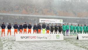 Başakşehir-Bursaspor maçı kar yağışı sebebiyle ertelendi