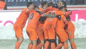 Lider Başakşehir kar kış dinlemiyor 3 gol...