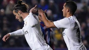 Gol sevincinde takım arkadaşını itti Gareth Bale...