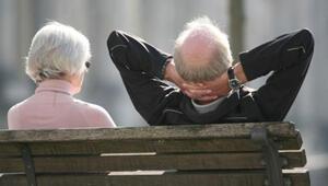 Her 5 Alman emekliden 1'i açlık sınırında yaşıyor