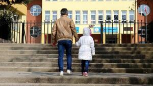 Öğretmenin kızıp, yanağını sıktığı öğrenci okula gitmek istemiyor iddiası