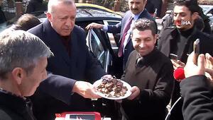 Cumhurbaşkanı Erdoğana evinin önünde doğum günü sürprizi