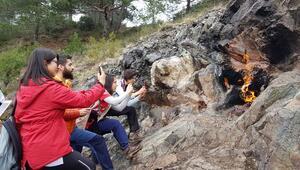 Yanan kayayı merak edenler akın akın gidiyor