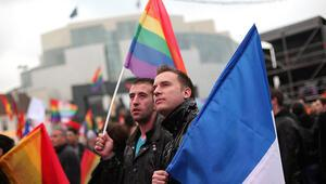 Fransada 4 buçuk yılda 40 bin eşcinsel erkek evlendi
