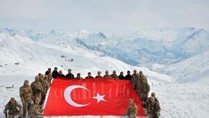 Kaymakam Pendikten Kato Dağında Mehmetçike ziyaret