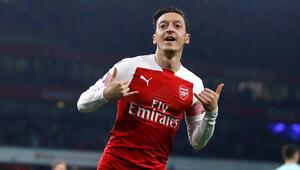 Mesut attı, Arsenal şov yaptı