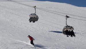 Türkiyenin denize en yakın kayak merkezine ziyaretçi akını