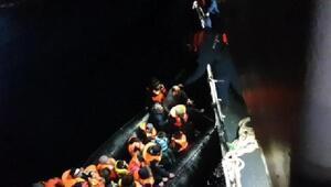 Gökçeadada sürüklenen ve su alan lastik bot içinde 47 kaçak yakalandı