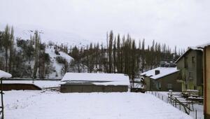 Çelikhan'da kar yağışı