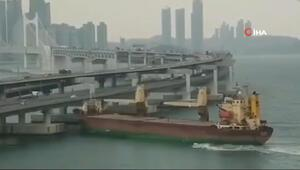 Durdurulamayan Rus gemisi Kore'de köprüye çarptı