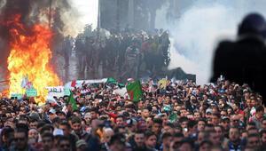 Cezayirdeki gösterilerde izdiham