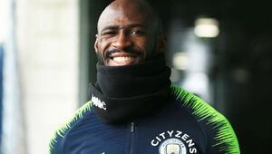 Manchester Cityde sürpriz imza Mangala...