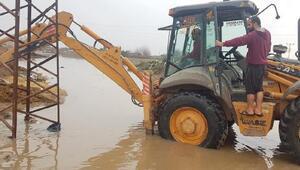 Kızıltepede sel; evler ve tarım arazileri su altında kaldı