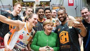 Merkel'den Chemnitz'e sürpriz ziyaret