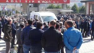 Arnavutköyde silahlı çatışmada hayatını kaybedenlerin cenazesi Adli Tıptan alındı