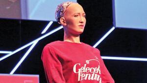 Robot Sophia 'Eğitim Zirvesi'nde: Türkçemi geliştireceğim