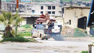 İdlib'de sınıra göç başladı