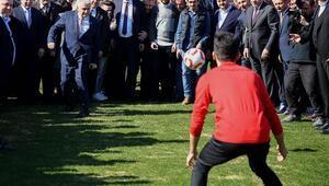 Binali Yıldırım, Karagümrük Spor Kulübünü ziyaret etti