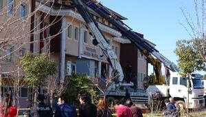 Şanlıurfada ilçe adliye binasının çatısı çöktü