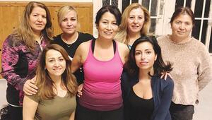 Avrupalı Türk kadınının yeni gözdesi: Cami ve cemevlerinde kurslar açıldı