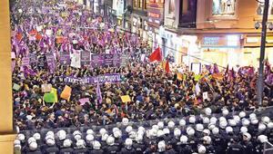 Feminist Yürüyüşü'ne polis müdahalesi