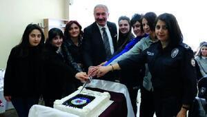 Emniyet Müdürü Topaloğlu, kadın polisler ile bir araya geldi