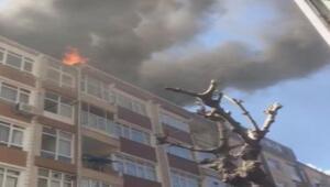 Güngörende iki binanın çatısı alev alev yanıyor
