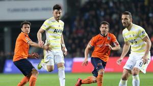 Lider Başakşehir, kritik virajı kayıpsız geçti Fenerbahçe...