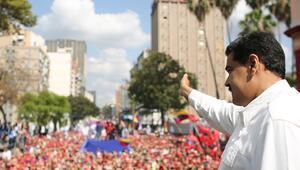Venezuelaya giden yardım kamyonlarını Maduro yaktırmamış