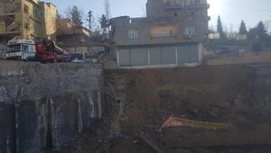 Şırnakta istinat duvarı çöktü; çevredeki binalar boşaltıldı
