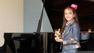 10 yaşındaki Çınara, New York'ta sahne alacak