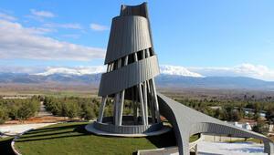 Süleyman Demirelin anıt mezarı bitme aşamasında